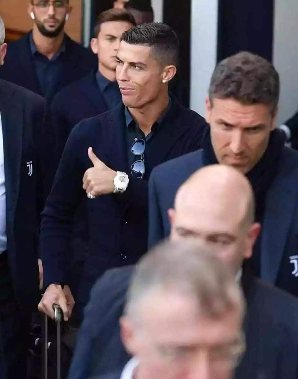 Manchester United fans mob Ronaldo on his return for Champions League