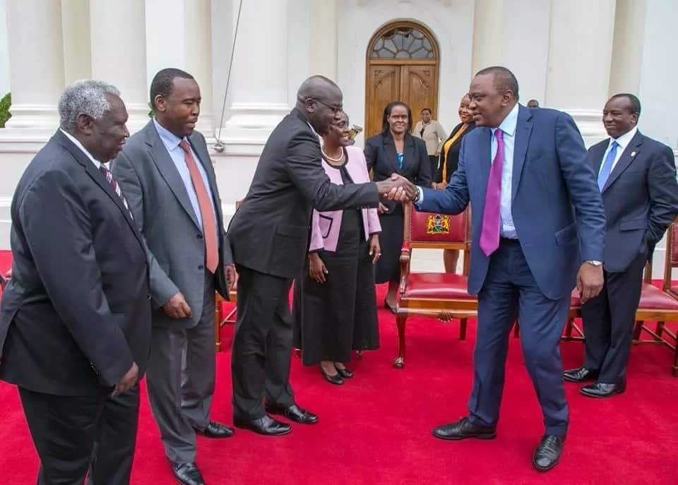 17 crazy favours every Kenya would ask from Uhuru upon meeting him