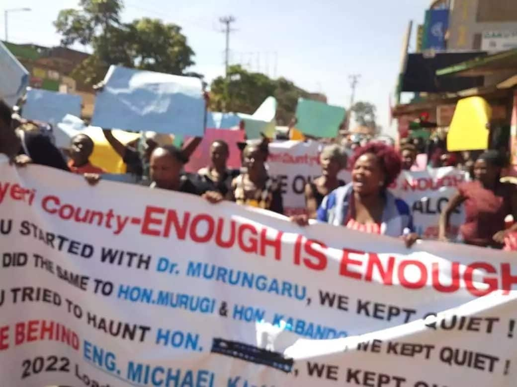The residents of Nyeri County on Wednesday, May 30, poured into the streets to protest arrest of former Transport CS Michael Kamau. Photo:Robin Njogu/Twitter.