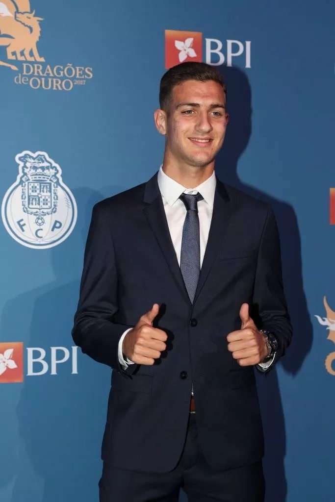 Manchester United complete signing of red-hot 19-year-old full-back Diogo Dalot