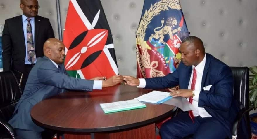 Ndegwa Muhoro officially leaves office, hands over to new DCI boss Kinoti