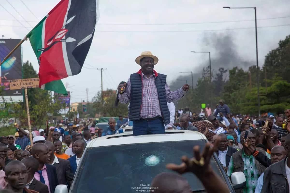 Bintiye Raila adai aliiona 'risasi' ya polisi iliyomlenga baba yake