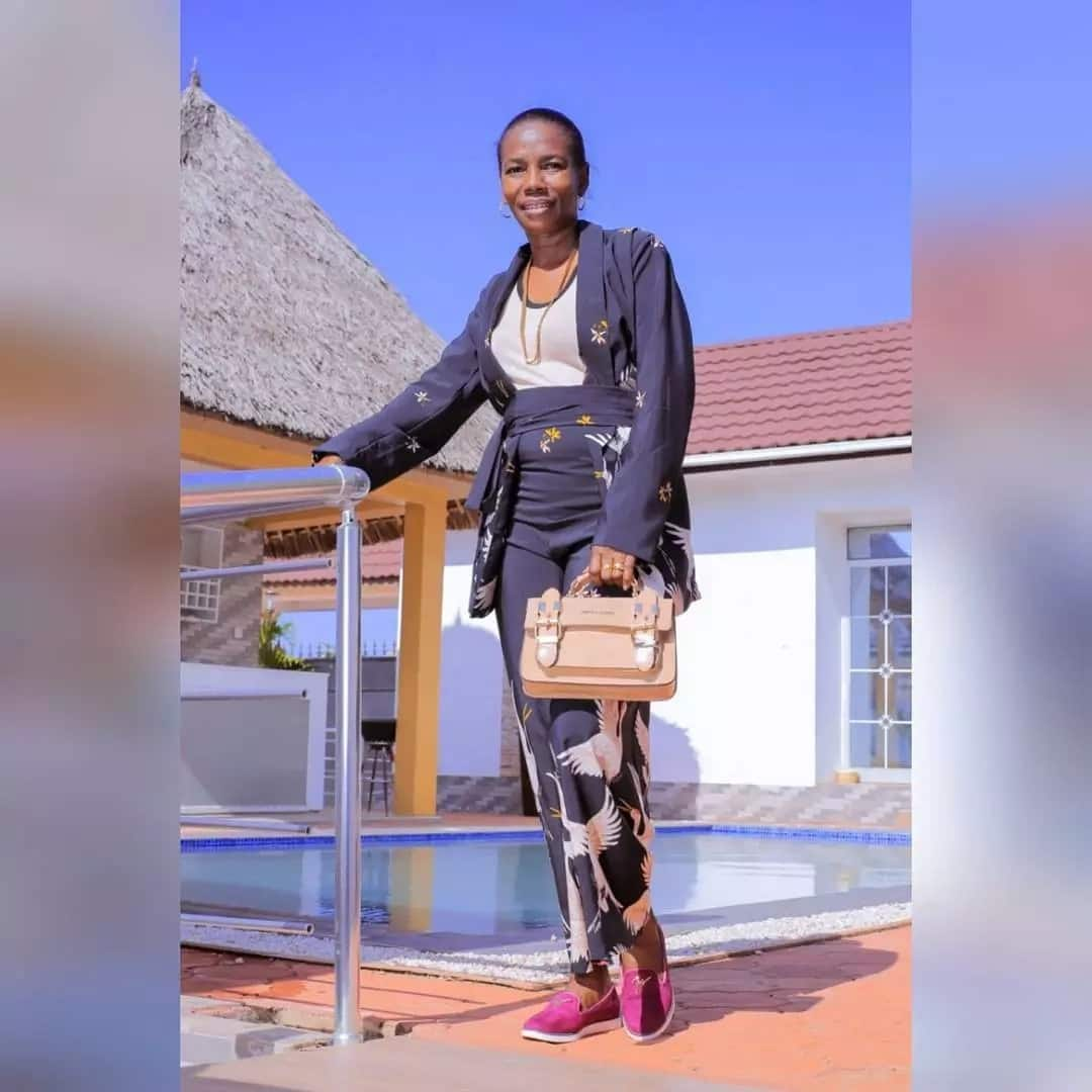 16 dashing photos of Diamond Platinumz's mum which explain why she confused her young lover