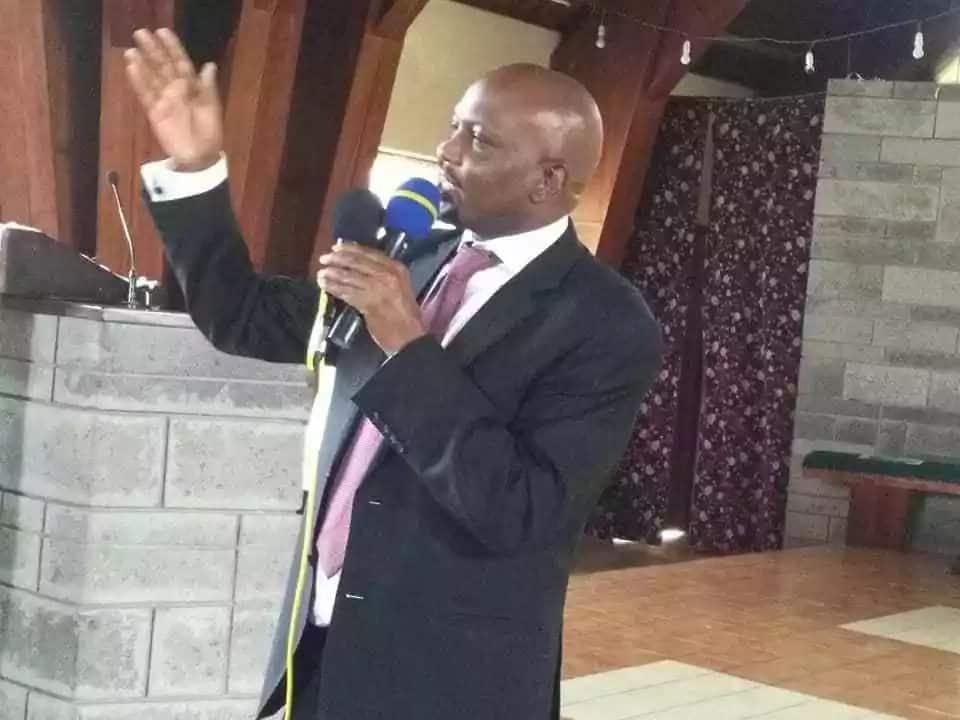 Nimempeleka Moses Kuria nyumbani mara si moja akiwa amelewa chakari kwenye klabu - Babu Owino