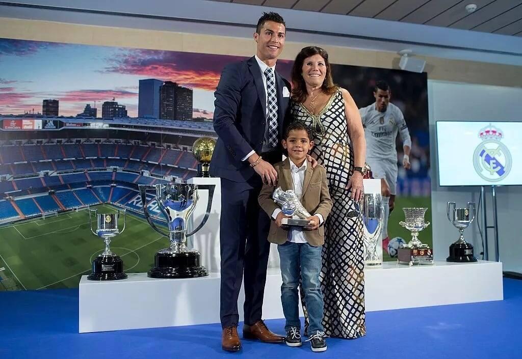 Ronaldo celebrates move to Juventus with mum's boyfriend