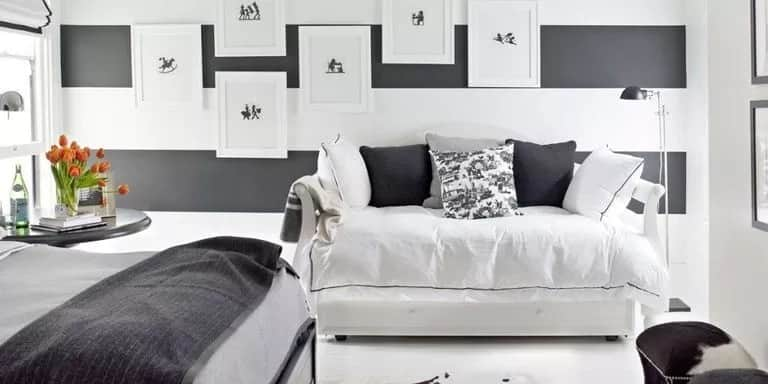 How to arrange a small bedsitter room