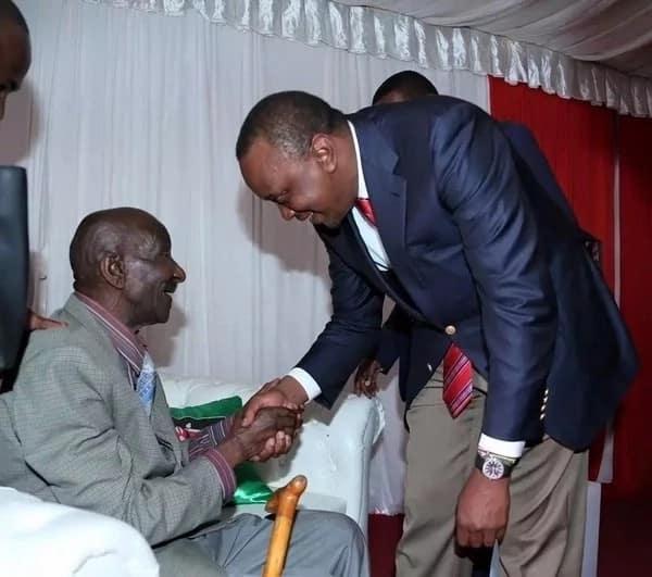 Uhuru meets childhood driver in Machakos county. PSCU