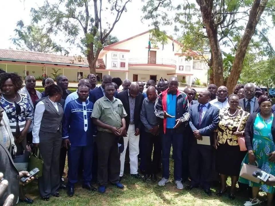 Gavana Wangamati wa Bungoma afanya awezalo kuwazuia wajumbe wa kaunti kumtimua ofisini
