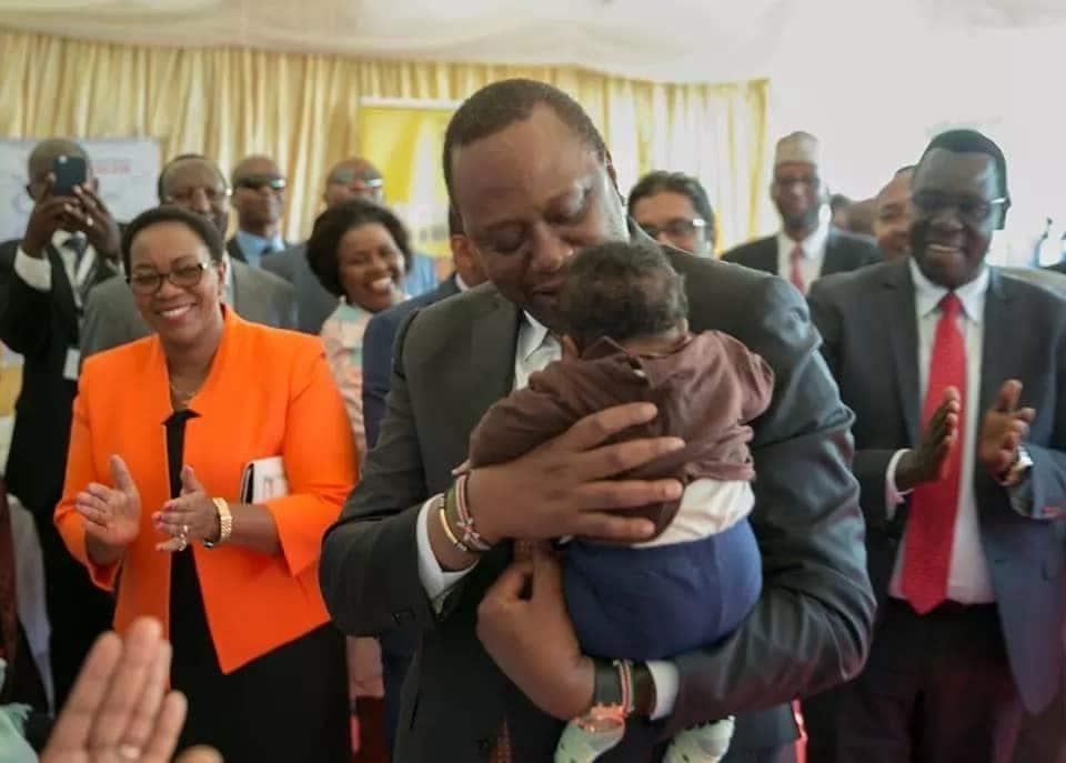 Uhuru anapendwa na watoto kweli, tazama picha