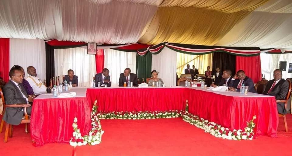 Uhuru amkaribisha Jaji Mkuu David Maraga Ikulu, inapendeza