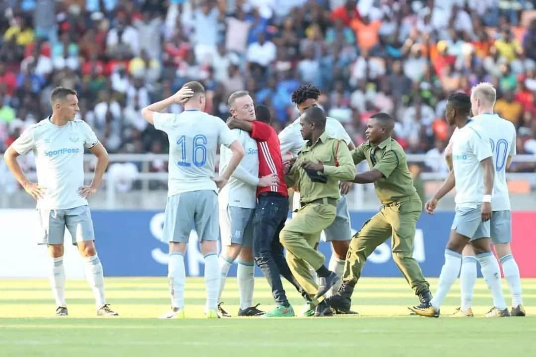 Mild drama in Gor Mahia – Everton match as desperate fans grabs Wayne Rooney