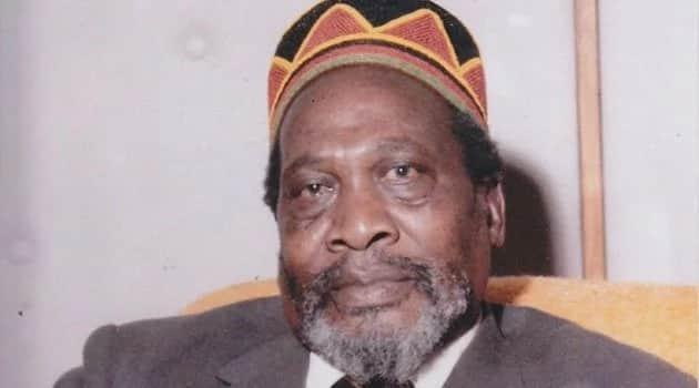 Kufurushwa kwa Miguna: Wajua kuwa babake Uhuru Kenyatta 'aliipigia magoti' serikali ili asifurushwe humu nchini? TUKO.co.ke inakujuza