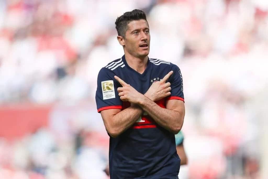 Top 5 best strikers of 2018