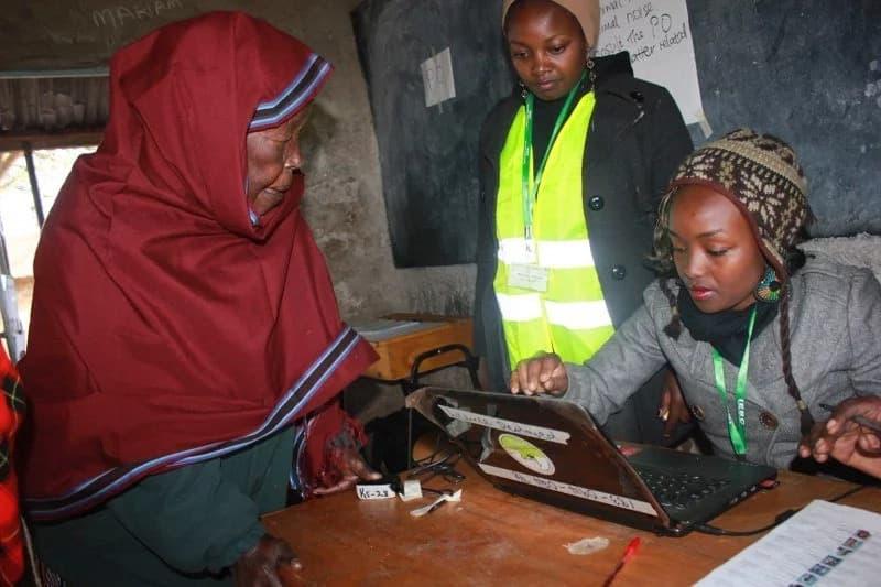 Training of IEBC staff disrupted by rowdy youth on Raila's backyard