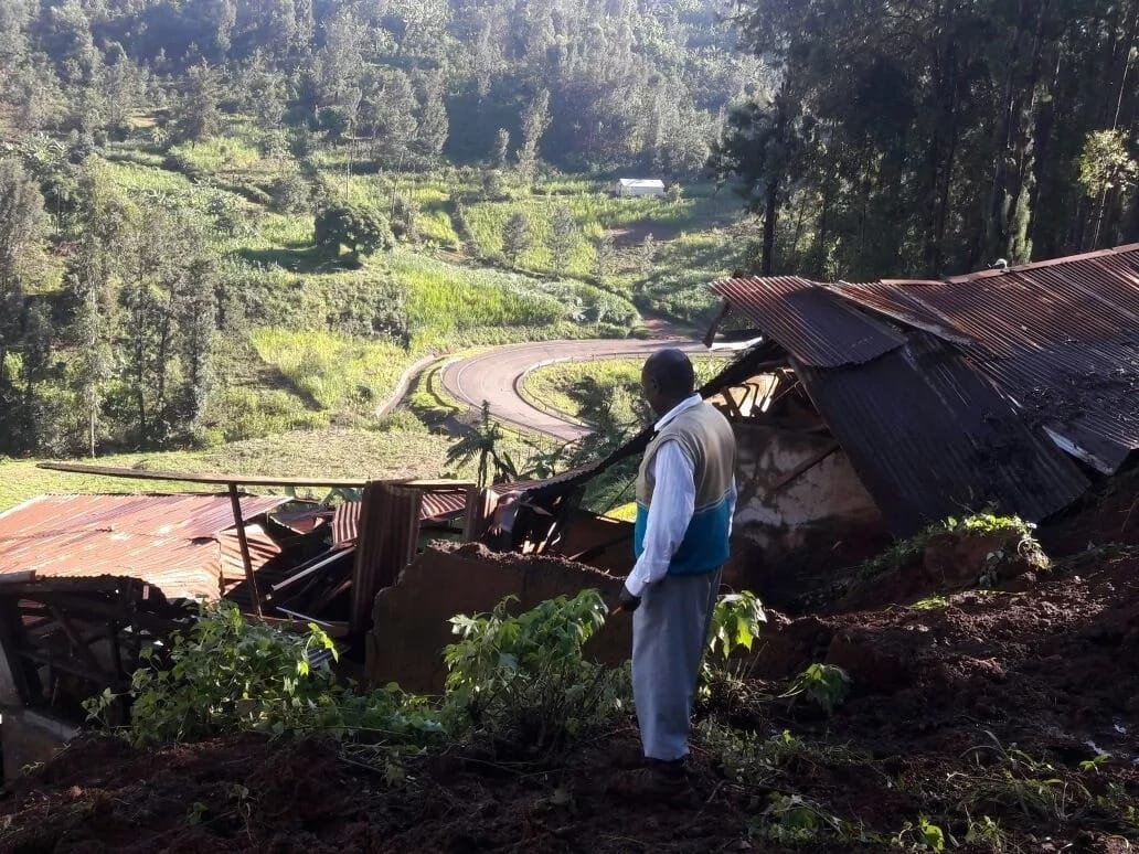 Photos of badly damaged Kigumo- Karega-Kandara road due to floods