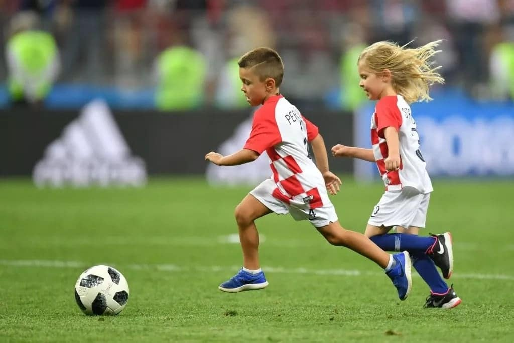 x most dazzling photos of Croatian players celebrating with their adorable kids at World Cup