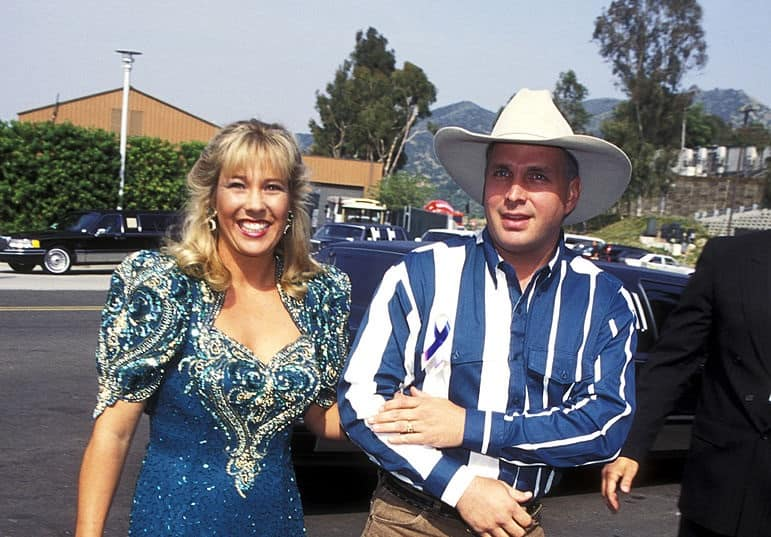 What happened to Garth's first wife, Sandy Mahl?