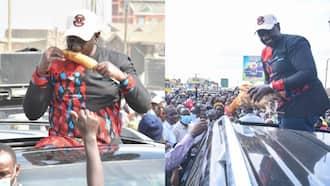 Machakos Hustlers Gift William Ruto Chicken, Roasted Maize on His Way to Nairobi