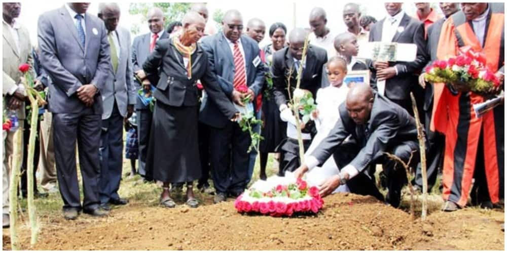 Independent Electoral and Boundaries Commission member Thomas Letangule lays a wreath at the grave of his wife, Esther, on April 20, 2013 at Ol-Rongai in Nakuru County. Photo: Nation