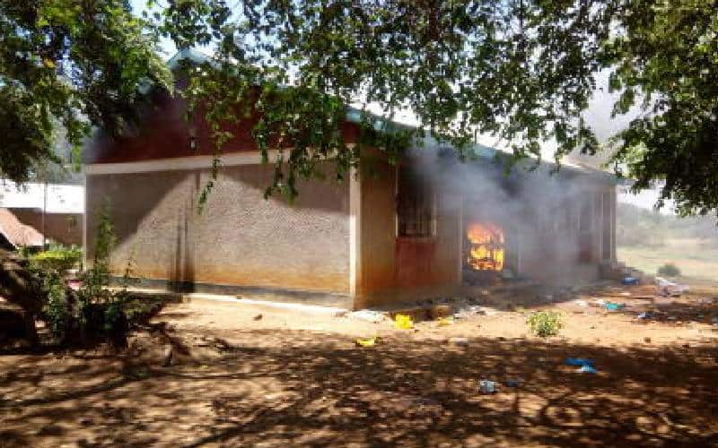 Busia: Angry residents burn down police camp in Butula after man dies in cell