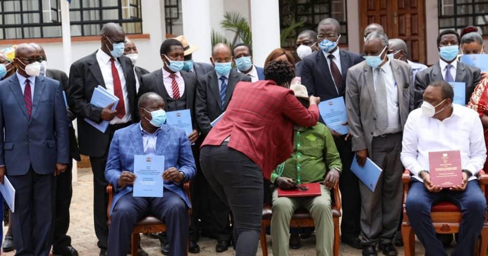 Picha ya Winnie Odinga akimlinda babake Githurai yawaguza wengi