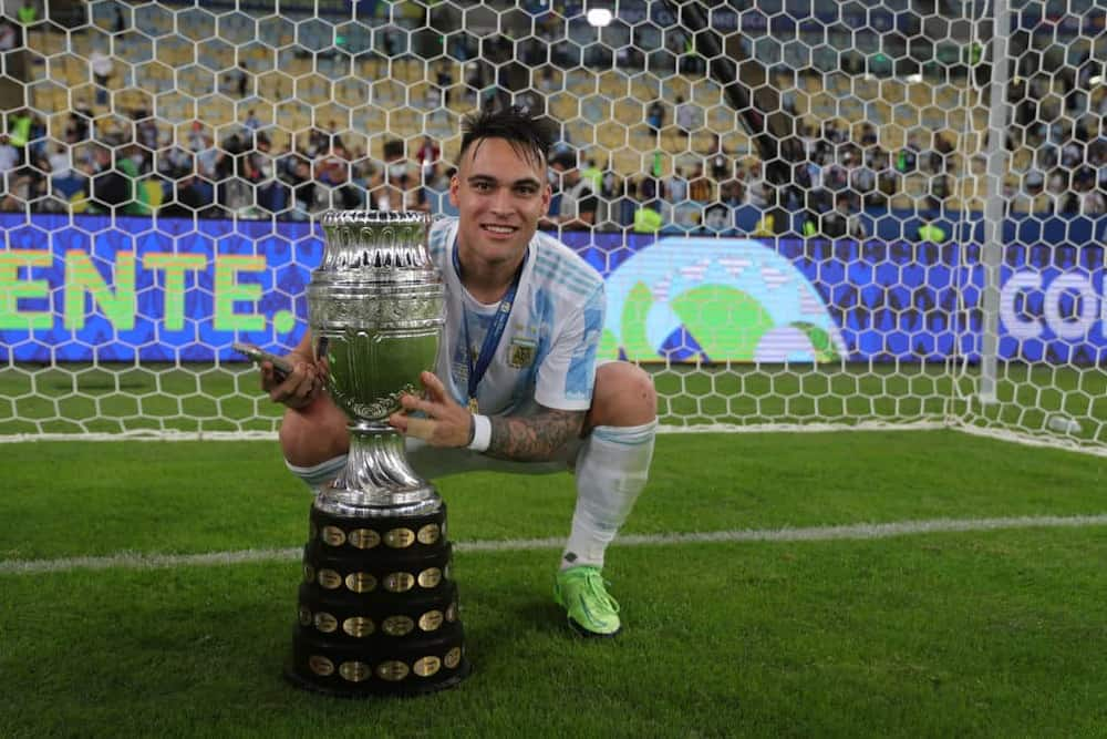 Argentine star Lautaro Martinez posing with the Copa America title. Photo by Gustavo Pagano.