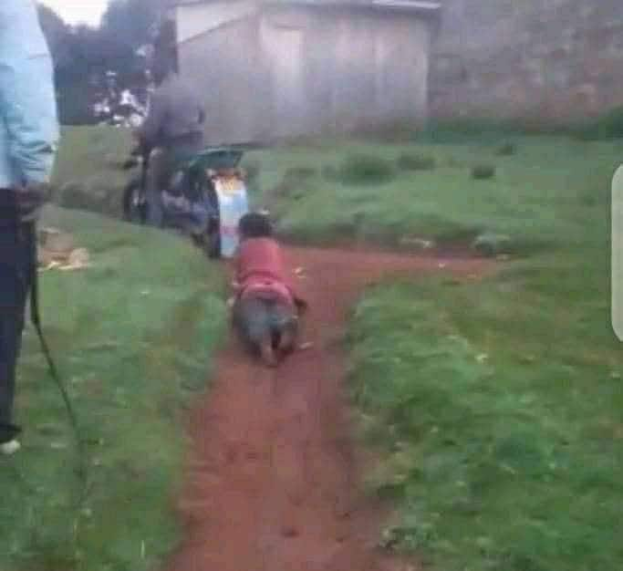 Polisi waliomvuta mama barabarani na pikipiki taabani