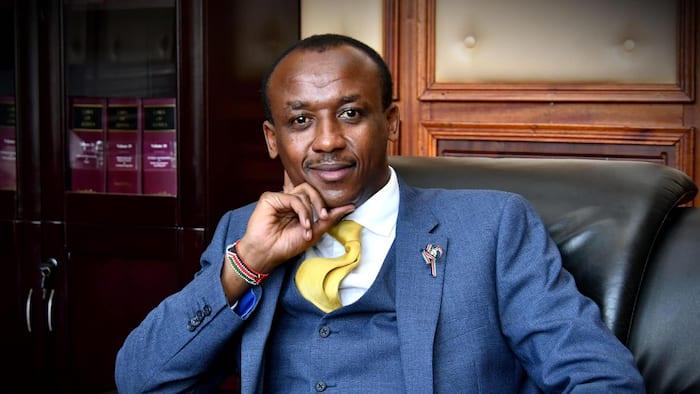Mutula Kilonzo Afurahia Baada ya Kutajwa Kuwa Seneta Bora Zaidi Nchini