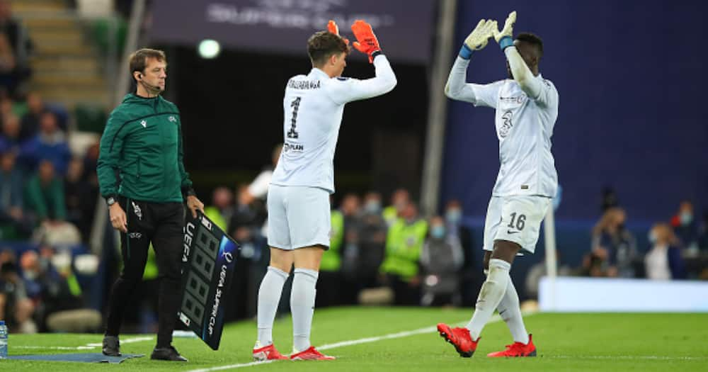 With 90 seconds remaining, goalkeeper Kepa Arrizabalaga of Chelsea puts on his gloves as he comes on as a substitute replacing Edouard Mendy during the UEFA Super Cup (Photo by Robbie Jay Barratt - AMA/Getty Images)