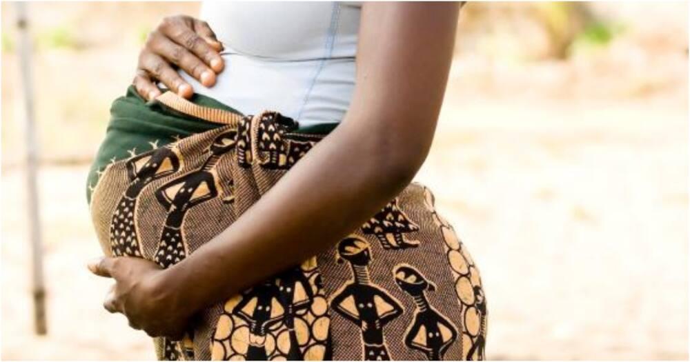 Mheshimiwa ahepa mkutanoni baada ya kuvamiwa na vipusa aliowatunga mimba