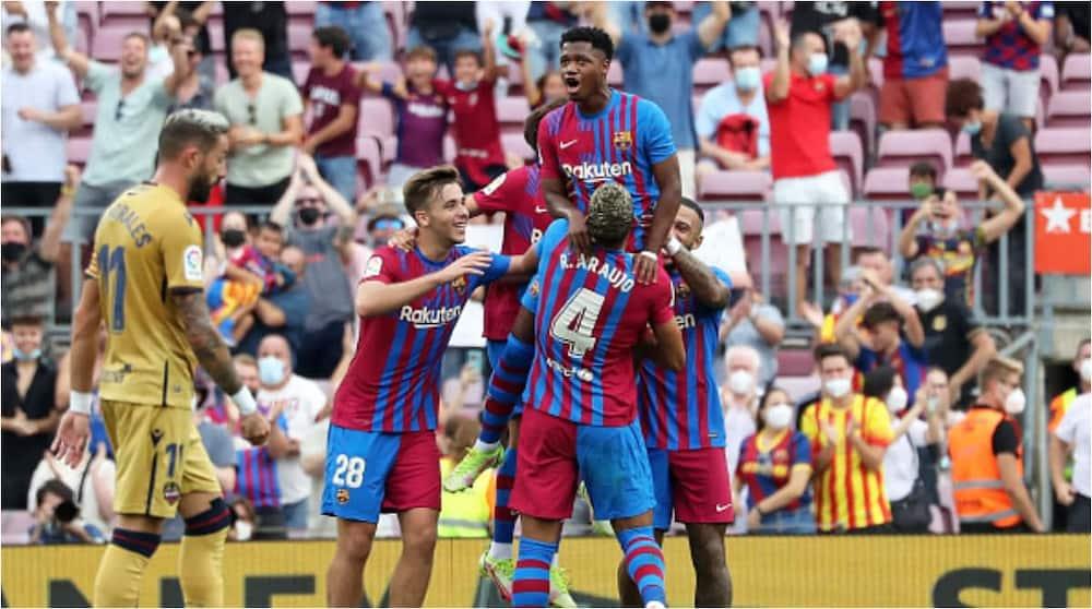 Ansu Fati celebrates his goal with teammates. Photo: Urbanandsport.