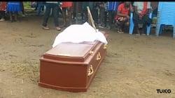 Kakamega: Mazishi ya Ajuza Yasimamishwa Kufuatia Mvutano wa Mila