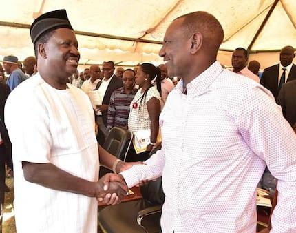 Ruto,Raila waweka tofauti zao kando, waungana kutangaza amani Kisumu