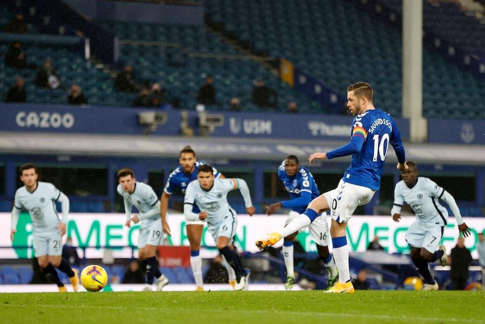 Everton vs Chelsea: Gylfi Sigurdsson scores in 1-0 defeat for Stamford Bridge landlords