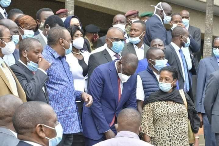 Rais Uhuru, DP Ruto waongopza wabunge kuvunja sheria za covid-19