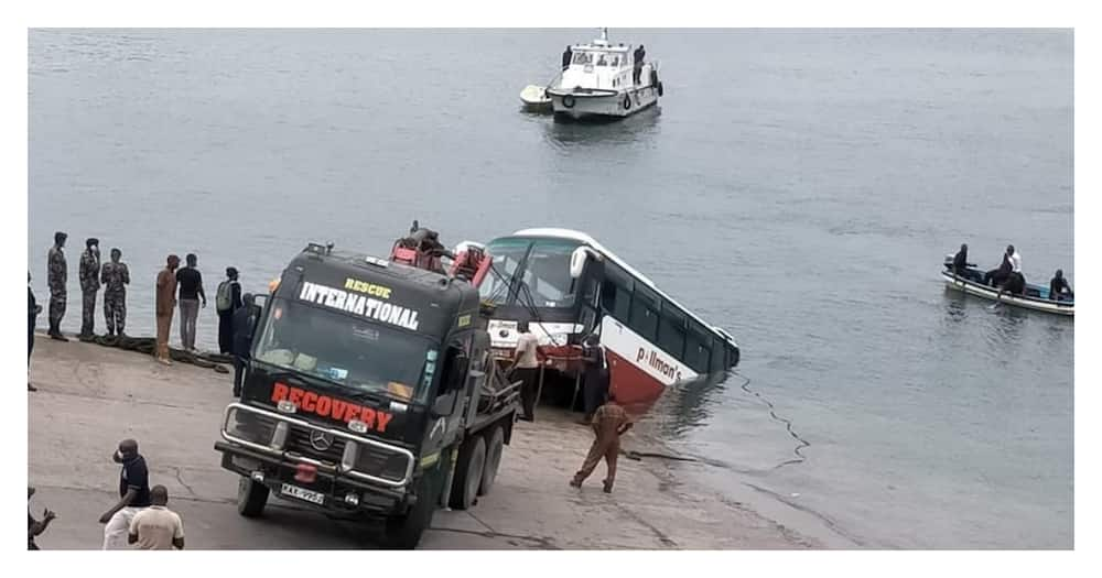 """Kenya Ferry Services under fire from netizens for taking credit of bus rescue: """"Stop lying"""""""