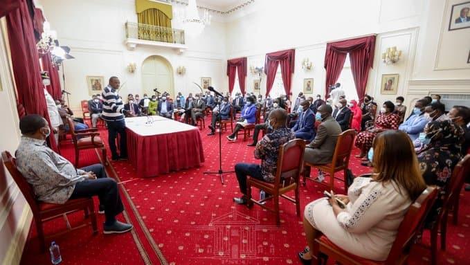 Rais Uhuru amtupia vijembe DP Ruto kwa kushiriki kampeni za mapema za 2022