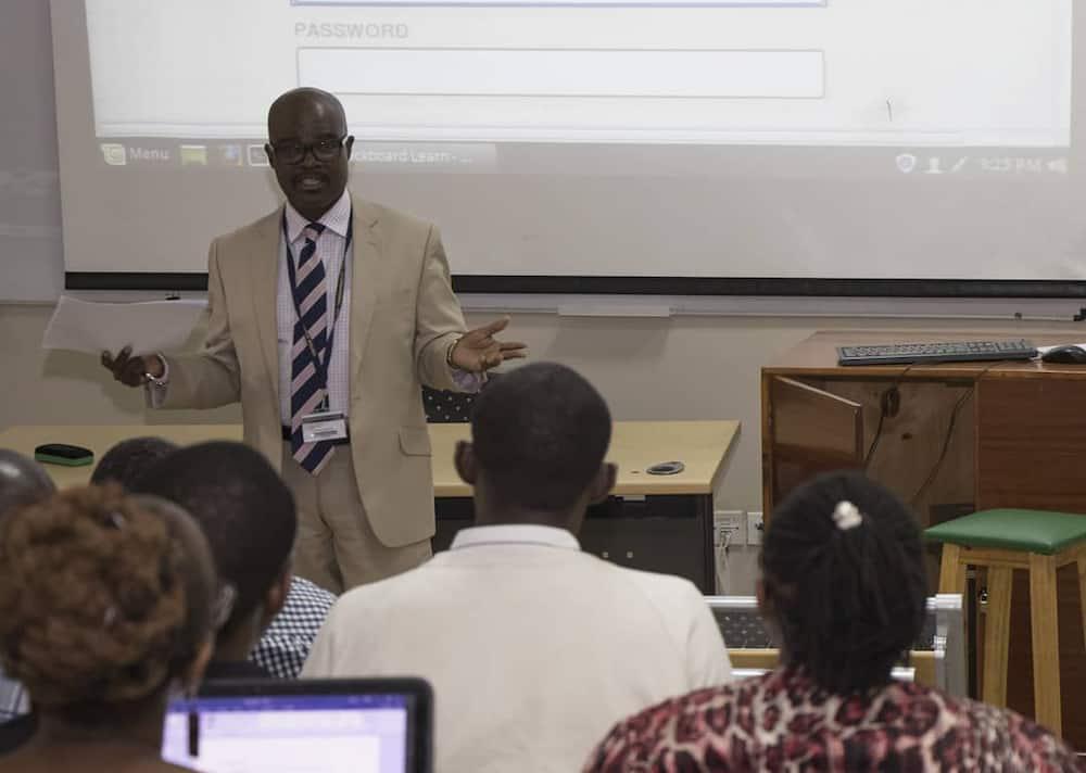 USIU online university courses