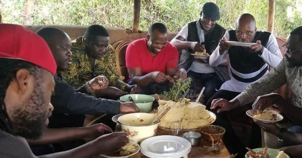 Wasanii wararua minofu nyumbani kwa Othuol Othuol baada ya kumzika