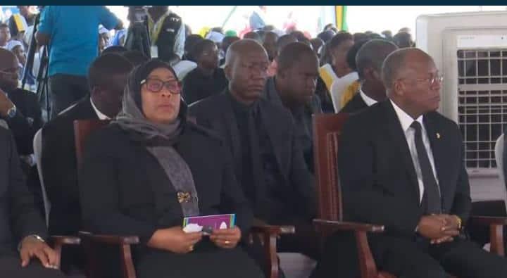 Rais wa zamani wa Tanzania, Benjamin Mkapa aliaga dunia kutokana na mshtuko wa moyo