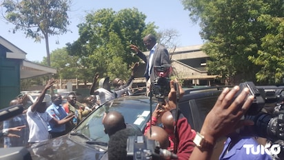 Migori Govenor Okoth Obado gets wild reception upon leaving Kibera Law Courts