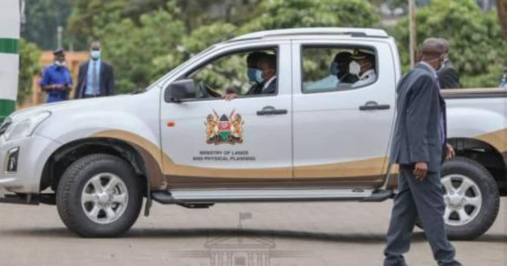 Charity Ngilu drives Uhuru Kenyatta in gov't vehicle after issuance of title deeds at KICC