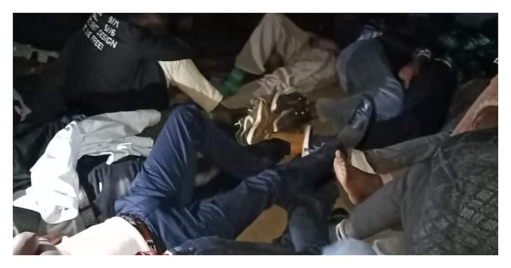 Eldoret: Photos of suspects jostling for space in congested police cell irks netizens