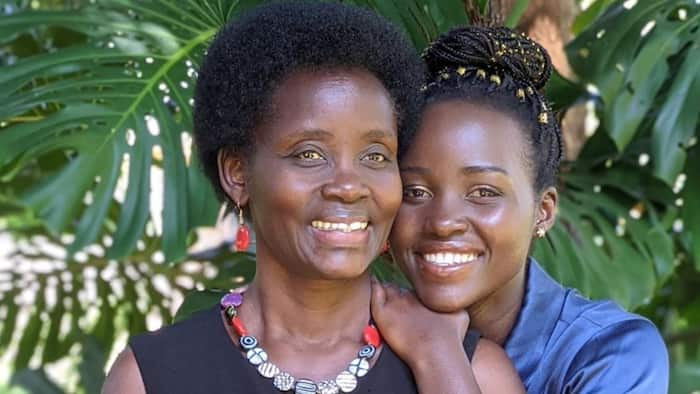 Muigizaji Nyota Lupita Nyong'o Amshukuru Mamake kwa Kumfunza Kuoga
