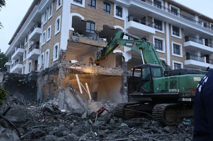 Demolition: Green Sany bulldozer descends on Grand Manor hotel