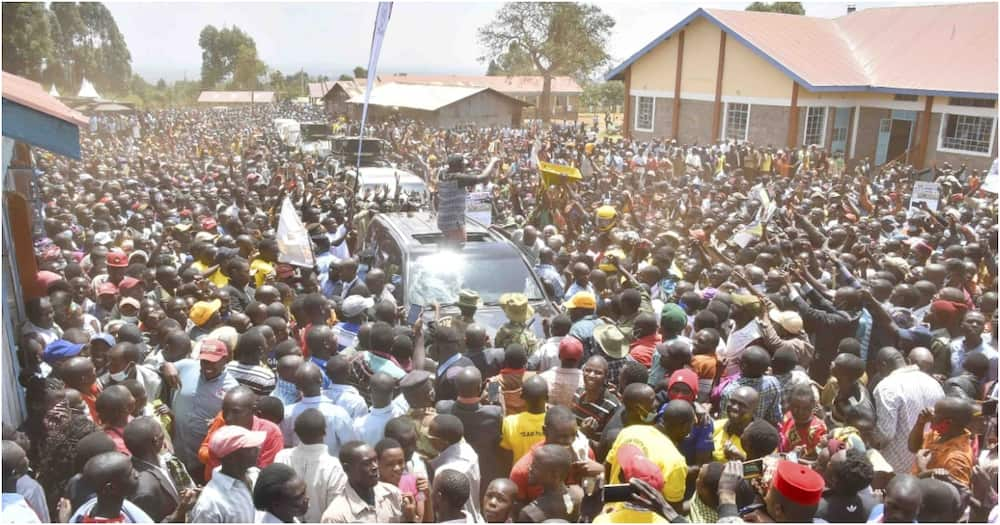 Deputy President William Ruto addressing Matisi residents after opening a dining hall at Kitum High School. Photo: William Ruto.
