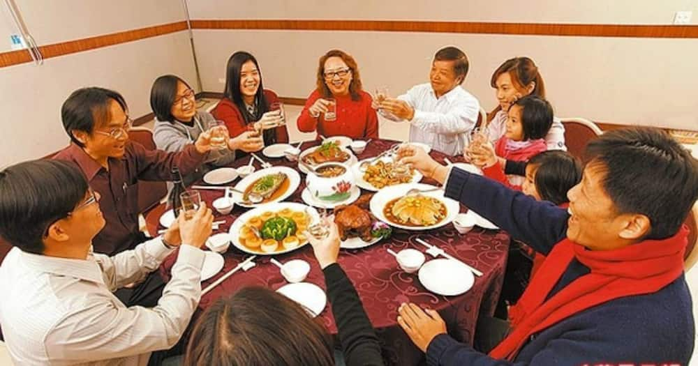 Woman brings 23 relatives on date with lover to test his generosity