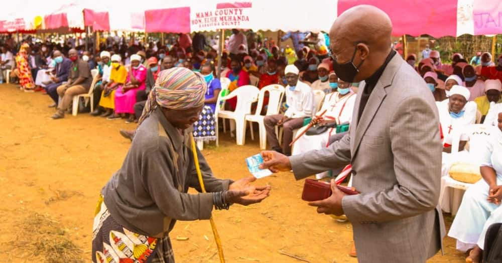Boni Khalwale angers netizens by taking photo while giving KSh 200 to elderly woman