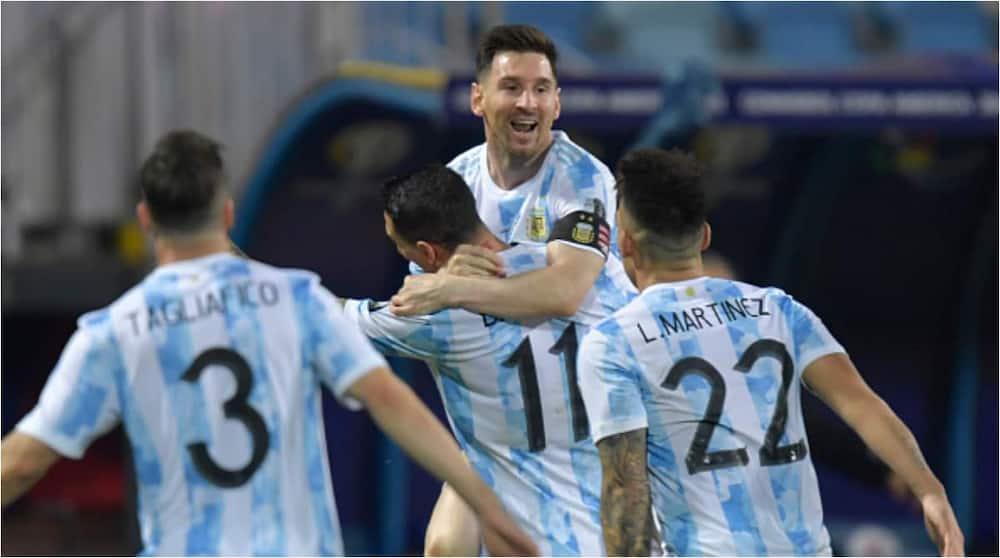 Lionel Messi with teammates during Argentina's clash vs Ecuador. Photo: Getty Images.