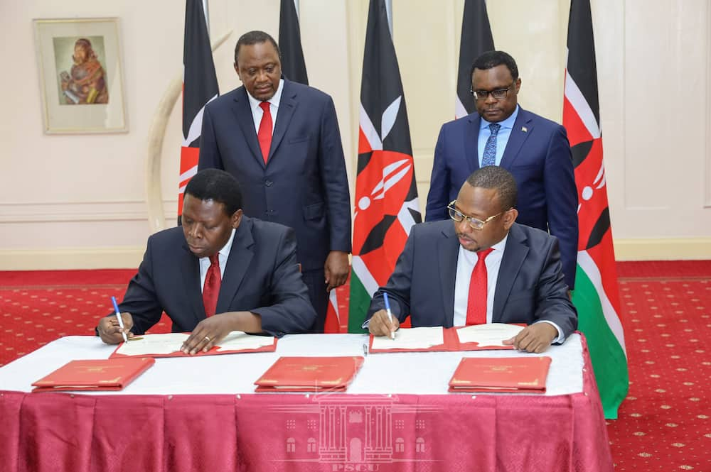 President Uhuru Kenyatta, Speaker Ken Lusaka, CS Eugene Wamalwa and Governor Mike Sonko during the signing of the transfer of functions deal. Photo: State House Kenya.